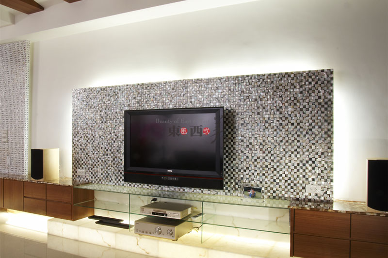What is mother of pearl mosaic